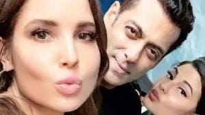 A user shared a picture of Salman Khan, Jacqueline Fernandez and Amanda Cerny from Notebook screening on Wednesday.(Instagram)