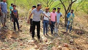 Residents point to the spot where the six-year-old boy's mutilated body was found, in DLF Phase 1. Police said they had recreated the crime scene and a dog squad also visited the spot.(HT Photo)