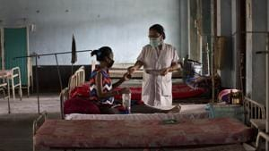 A quarter of the world's health facilities lack basic water services, affecting two billion people, the United Nations said , warning that unhygienic conditions could fuel the rise of deadly superbugs, a strain of bacteria that has become resistant to antibiotic drugs(AP)