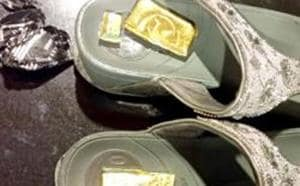 The accused men has been apprehended by CISF for smuggling two gold bars worth ₹11.12 lakh, concealed in his slippers.(HT Photo/Representative Image)