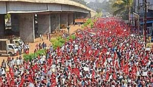 Thousands of farmers march from Nashik to Mumbai to protest against the government's response to the distress in state's farm sector and to press for their demands in February.(HT File)