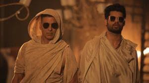 Akshay Kumar and Karan Kapadia in a shot from a new song for Blank.(Twitter)