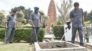 Punjab police personnel at the Jallianwala Bagh on Thursday ahead of its 100th anniversary in Amritsar being celebrated on April 13.(HT Photo)