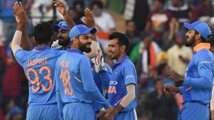 Jasprit Bumrah (L) celebrates the wicket of Australia cricketer Shaun Marsh with captain Virat Kohli.(AFP)