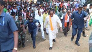 In erstwhile Maoist den, Jharkhand CM Raghubar kicks off campaign on foot