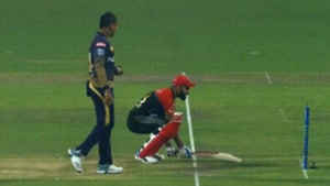 Kohli avoids getting 'Mankaded' by Narine in a hilarious way – Watch