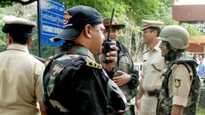 The incident took place around 8.30pm on Wednesday in front of the Delhi Traffic Police headquarters at Todapur in west Delhi's Inderpuri.(HT Photo/Representative Image)