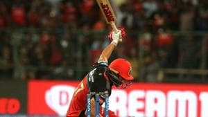 IPL 2019, RCB vs KXIP: AB de Villiers clears stadium with one-handed flick against Kings XI Punjab - Watch