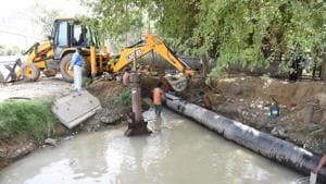 The city's water supply may be disrupted intermittently next month during the shifting of the water pipelines in the alignment of the northern peripheral road (NPR), known as the Dwarka Expressway, during its proposed widening.(Yogendra Kumar/HT PHOTO)