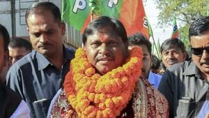 BJP leader and former Jharkhand chief minister Arjun Munda with party supporters after getting ticket to contest from Khunti constituency in Lok Sabha elections, in Khunti, Thursday, March 28, 2019.(PTI)