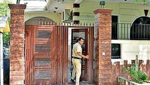 The South City 1 house of the two suspects. The victim shot himself in his car parked outside the house.(Yogesh Kumar/HT Photo)