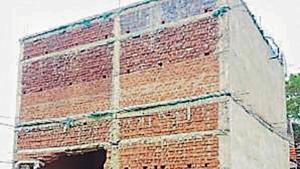 The damaged wall of Munda's poll office.(HT Photo)