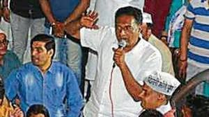 Prakash Raj was campaigning for the AAP's North East Delhi candidate Dilip Pandey.(Sonu mehta/HT photo)
