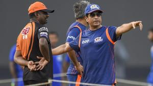 Mumbai Indians mentor Sachin Tendulkar with Sunrisers Hyderabad cricket team coach Muttiah Muralitharan.(PTI)