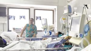 The relatives of the victims are alleging ventilator failure as the reason for the deaths. But Dean Vanitha Mani refuted the charge saying it was natural death due to the patients' poor physical health. (Image for representational purpose only).(HT FILE PHOTO)