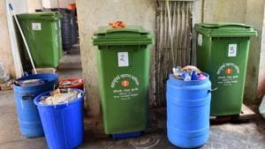 More than a year after the Brihanmumbai Municipal Corporation (BMC) made it mandatory for bulk generators to process waste at source, 50% of them are yet to follow the rule.(Vidya Subramanian/HT PHOTO)