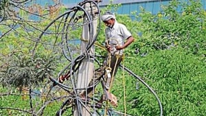 On Wednesday, nearly 250 houses in Block C of Sushant Lok 1 had to spend 17 hours — from 12.30am to 5.15pm — without electricity after a blast in the 625KVA transformer in the area.(HT Photo)