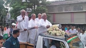CPI (M) had wrested the Dum Dum seat in 2004, but TMC veteran Saugata Roy reclaimed it in 2009 and won again in 2014. In 2009, Roy scraped through by 20,478 votes and later increased it to 1.5 lakh.(HT PHOTO)