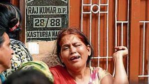 The wife of Sub Inspector Raj Kumar who was killed on Sunday night after a fight with miscreants, grieves at Kasturba Nagar in Vivek Vihar, in New Delhi(Amal KS/ Hindustan Times)