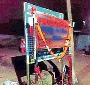 Local people in celebrated birth anniversary of Nathuram Vijayan Godse and renamed the Pandit Hata Chowk as Nathuram Godse Chowk at Chakradharpur in West Singhbhum(Photo/Hindustan Times)