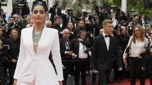 Anil Kapoor praises Sonam Kapoor, Rhea Kapoor's 'art with fashion' strokes