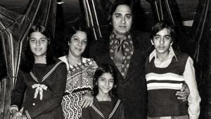 Sanjay Dutt shares throwback family pic with an emotional message on Sunil Dutt's death anniversary