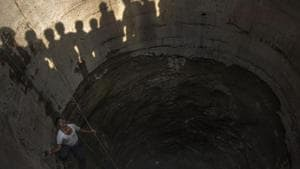 The NHRC directions came following a complaint from Chittorgarh, where a person had lost his life after falling into a well, which had no boundary(Pratik Chorge/HT Photo)