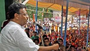 Kolkata mayor and senior TMC leader Firhad Hakim on Sunday called up former city mayor Sovan Chatterjee, who had taken a sabbatical from active politics.(HT Photo)