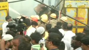 An officer of Kolkata Police said that there was no casualty in the incident.(ANI)