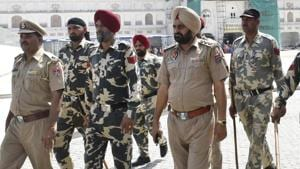 Punjab police personnel are put on patrol outside the Golden Temple ahead of the 35th anniversary of Operation Blue Star in Amritsar on Wednesday.(HT File Photo)