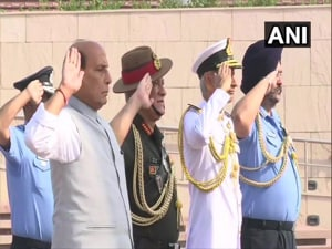 Ahead of formally taking charge as Defence Minister, Rajnath Singh on Saturday visited the National War Memorial here and paid tribute to jawans who laid down their lives for the country post-independence.(ANI Photo)