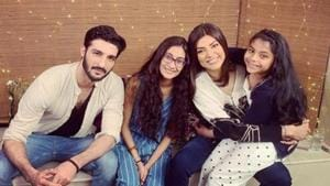 Sushmita Sen with boyfriend Rohman Shawl and daughters Renee and Alisah.(Instagram)