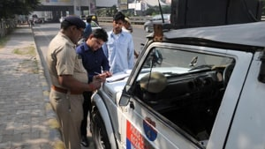 The police said they received a complaint on Sunday from a businessman, Sanjay Dhingra, alleging that on May 31 and June 1, he received a call from an unknown caller, who introduced himself as Kaushal.(HT Photo)
