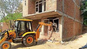 Last year, the MCG had carried out several drives in the area and demolished more than 100 illegal structures and sealed 200 buildings.(HT Photo)