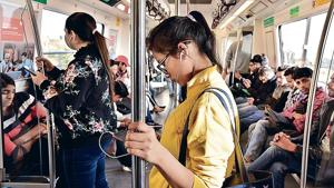 Delhi Metro travel cards and tokens that are currently in circulation have not been designed to differentiate passengers on the basis of gender.(HT Photo)