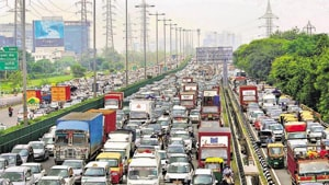 Commuters said that it took them more than 20-25 minutes to cross the spot.(HT Photo)