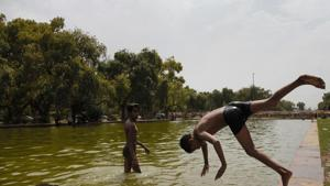 Children take a dip in a pond to get respite from the scorching heat on a hot summer day, at India Gate in New Delhi, Tuesday, June 11, 2019.(PTI photo)