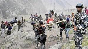 Pilgrims on their way to Amarnath cave near Dhumal, 120km northeast of Srinagar.(HT File Photo)