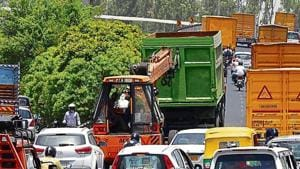 Due to a breakdown of a truck, traffic movement between Rajiv Chowk and Signature Towers on Delhi-Gurgaon Expressway was hampered for nearly five hours this morning, in Gurugram, India, on Friday, June 14, 2019.((Photo by Yogendra Kumar/Hindustan Times))