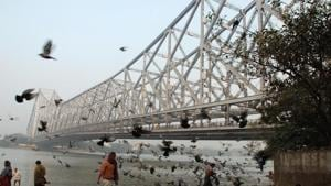 Sarkar jumped into the Hooghly river from a ferry anchored below the Howrah bridge. Spectators, who had gathered on the bridge for the show, did not see him surface and informed the police.(HT PHOTO)