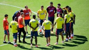 Colombia's coach Portuguese Carlos Queiroz (3-L) conducts a training session in Salvador, state of Bahia(AFP)