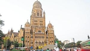 The Mumbai traffic police and BMC are in talks about how to impose the penalty.(HT File Photo)