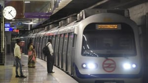 Violet Line, which links Kashmere Gate in north Delhi to Ballabhgarh via Faridabad in Haryana, is 40.35km stretch that gets a daily ridership of over 6 lakh passengers.(HT Photo)