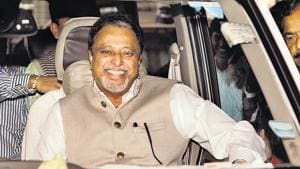 BJP leader Mukul Roy used a popular line from a Bollywood film to take a dig at West Bengal chief minister Mamata Banerjee.(HT File Photo)