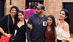 Janhvi Kapoor posted a picture with Arjun Kapoor and her sister Anshula and Khushi to wish him on actor's birthday.(Instagram)
