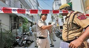 Police team investigates the house where an elderly couple along with their domestic help were found murdered, at Vasant Apartments, in Vasant Vihar(Burhaan Kinu / Hindustan Times)