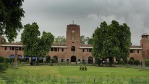 HRD ministry tells DU to set a deadline to fill staff vacancies