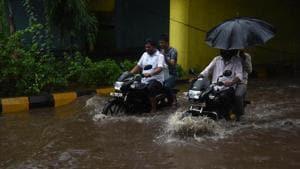 Heavy rains causes water logging at Railway Under Pass in Navi Mumbai.(Bachchan Kumar/ Hindustan Times)