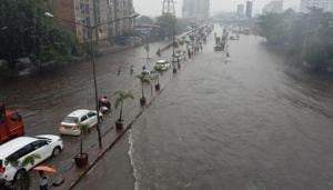 Road traffic continued in Mumbai for the second consecutive day in the city and suburbs as many areas were waterlogged.(Kunal Patil/HT Photo)