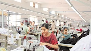 The Survey also says that the proportion of women having a bank or savings account that they themselves use have increased from 15.5% in 2005-06 to 53% in 2015-16.(HT Photo)